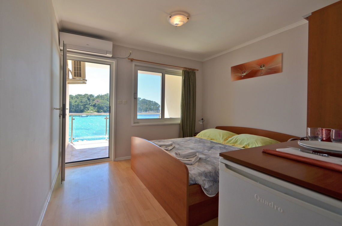 Rooms Korcula Riva1