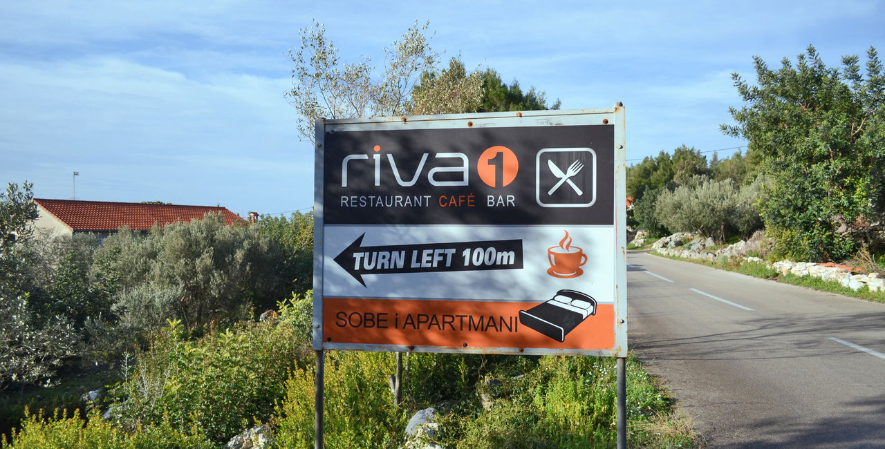 Road sign - direction to the apartments Riva 1